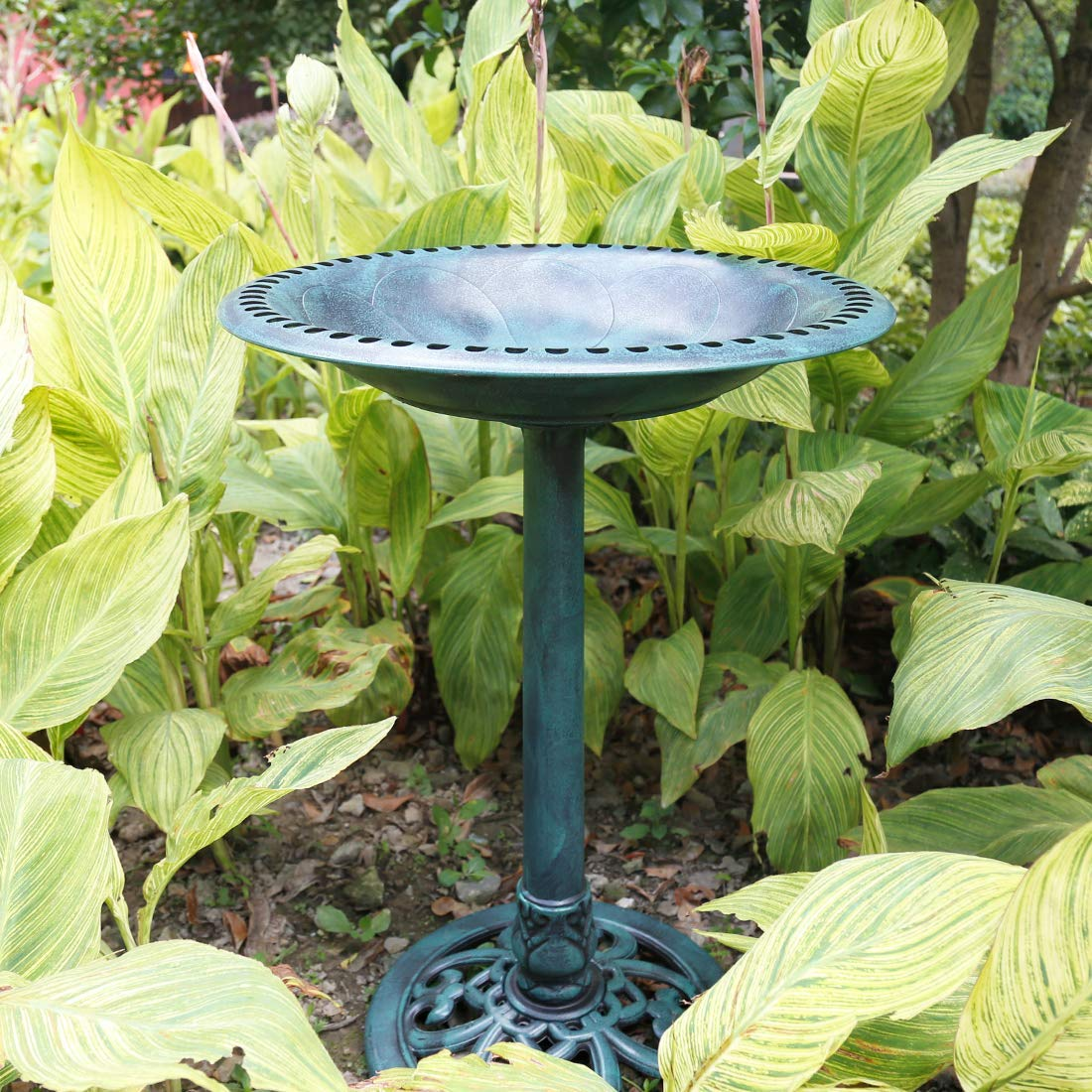 garden-decor-birdbath